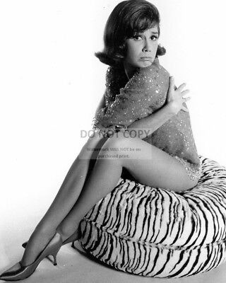 ZY-830 MARY TYLER MOORE TELEVISION AND FILM ACTRESS 8X10 PUBLICITY PHOTO