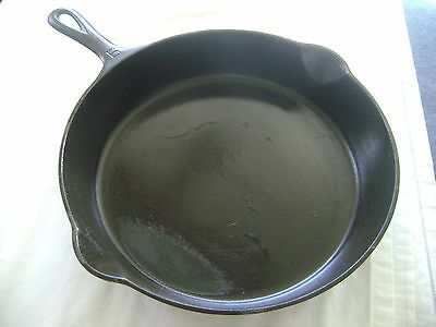 Vintage Griswold #710 Cast Iron Skillet ~No.9 ~Erie, Pa. ~ USA