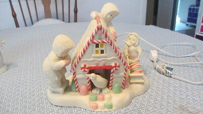 Retired Dept 56 Snowbabies Figures A Gingerbread Christmas Candy House 56.69451