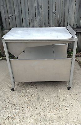 Glazer made of alum alloy/SS on wheels w spreader, grills, and alum cover