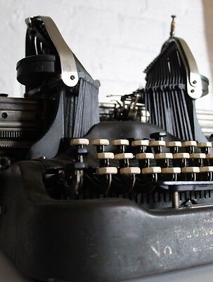 ~ Antique - Oliver Typewriter-Butterfly Wing Keys ***Working*** Panteded 1917 ~