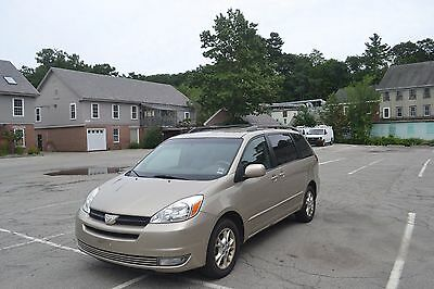 2004 Toyota Sienna cloth ONE OWNER NO ACCIDENTS WELL MAINTAINED NON SMOKER