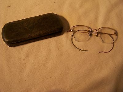 Vintage Reading Glasses And Case Eyes Vision