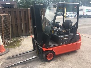 Forklift lansing linde E18 electric - Year 2000 complete with charger