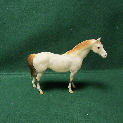 """Vintage Breyer Molding Co. White And Tan Spotted Horse 6"""" X 8"""""""