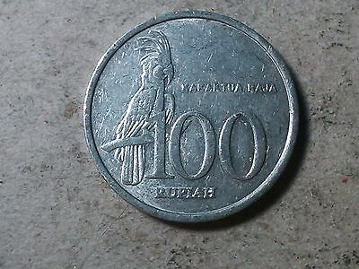 Indonesia 100 rupiah 2004  Palm Cockatoo bird km61