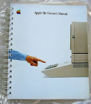 APPLE IIe  Apple 2 Owner's Manual Vintage rare - Now Out Of Print 1984