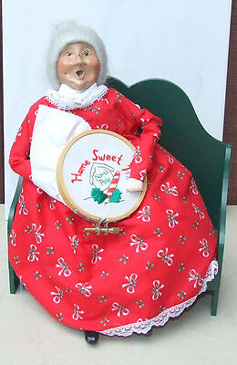 Byers Choice Caroler 1995 Mrs. Claus on a bench knitting