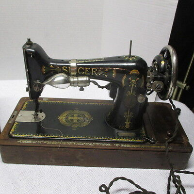 Vintage Singer Sewing Machine 66 with Wood Case F5050631