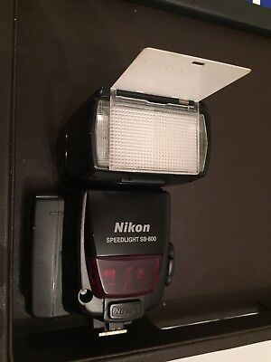 NIKON Speedlight SB-800 W/ Nikon SD-600 Quick Recycling Battery Pack