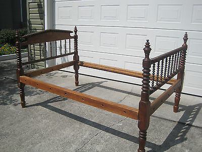 Bed antique spool spindle Hard Wood- $78 (Knoxville, TN)