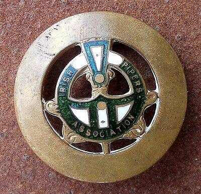 VINTAGE  IRISH PIPERS ASSOCIATION ENAMEL BADGE AUSTRALIAN MADE by STOKES & SONS