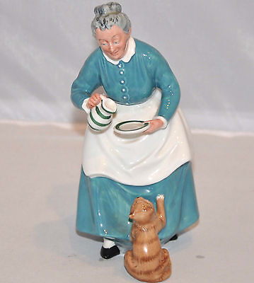 "Royal Doulton Figurine The Favourite HN2249 Made England 1959 7.5"" tall"