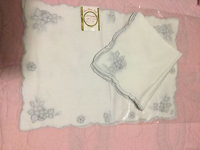 8 Pieces 4 Placemats, 4 Napkins Embroidery Vintage Linen Organdy New Old Stock