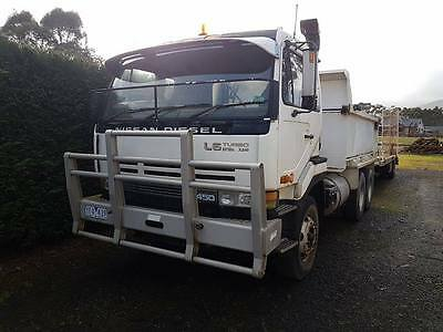 UD cwb 450 tipper truck and machinery float