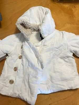 Baby gap  Girls white coat with faux fur hood size 6-12 months BX 20