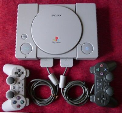 Sony Playstation 1 Consolle (4 Omaggi: Controller - Memory Card - 2 Videogiochi)