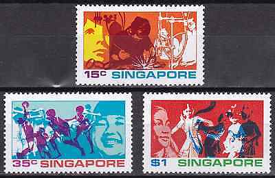 SINGAPORE - 1972 - Youths of Singapore. Complete set, 3v. Mint NH