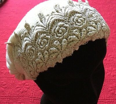 Bonnet with gold embossed broderie - a bit of the 1920's - Flapper
