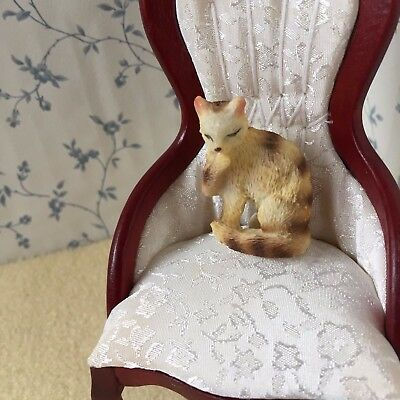 1:12 Scale  TABBY CAT Washing Dolls House Miniature Animal/Pet Accessory Resin