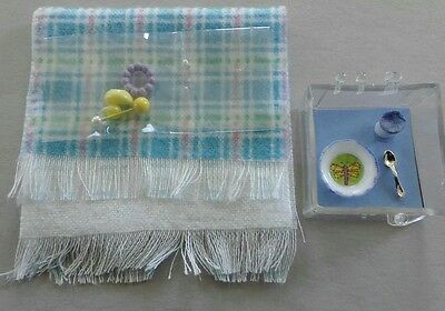 CH603B MINIATURE DOLLHOUSE 1:12 SCALE BABY DISH /& SIPPY CUP BLUE