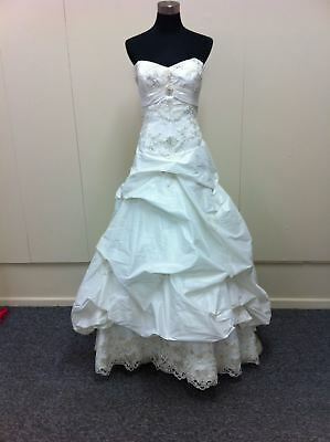 Beautiful taffeta wedding gown with beaded lace motifs (was $ 1981.95) SH 1045