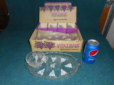 VINTAGE 8 piece SNACK SET ANCHOR HOCKING GLASS GRAPES PATTERN 600/76 CUPS/TRAYS