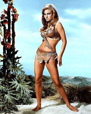"Raquel Welch In The Film ""one Million Years B.c.""  8X10 Publicity Photo (Fb-054)"