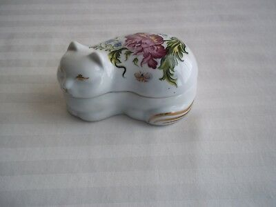 Chelsea Gardens made in Japan Exclusively for Elizabeth Arden  Cat Trinket Box