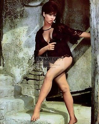 Actress Yvonne Craig Pin Up - 8X10 Publicity Photo (Fb-127)