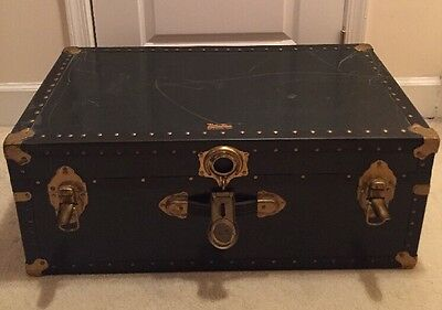 """Open/Unlocked 31"""" Vintage """"Vacationer"""" Trunk/Chest, Does NOT Include T-46 Key"""