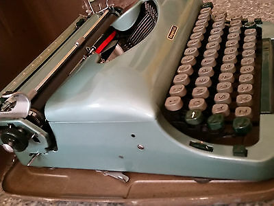Vintage Imperial Good Companion No.5 Typewriter with Metal Shell Case VGC