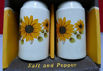 NOS in Box JOHNSON Australia Salt Pepper Shakers Retro Flower Power Vintage 70's