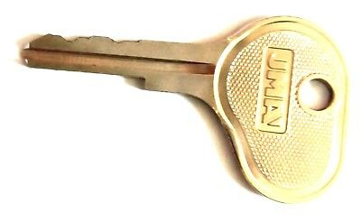 5 Toyota Forklift Keys suits many Old Style Toyota Forklifts using this key
