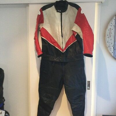 quin motor bike leathers XL (105 chest)