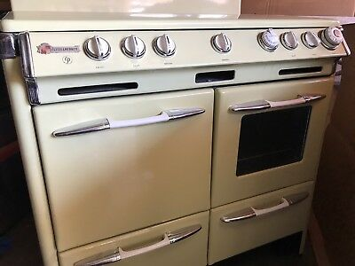 O'Keefe and Merritt 1950's Gas Stove