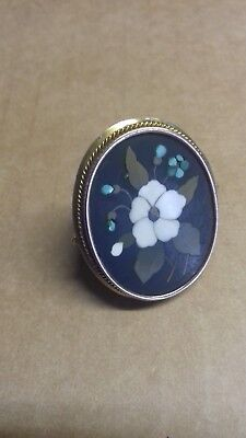 AN ANTIQUE GOLD MOUNTED PIETRA DURA RING / 19th C. GOLD ITALIAN RING