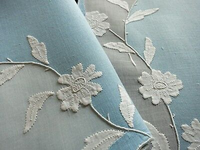 WHITE FLOWERS, BLUE LINEN Vintage MADEIRA 17 pc Placemat Set Hand Embroidery NWT