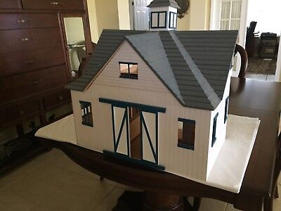 Custom Barn for Breyer Traditional Horses with 3 Horses, All in Great Condition.