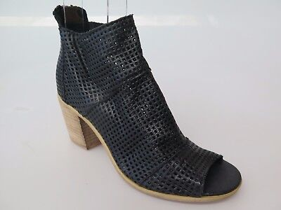 Top End - new ladies leather sandal size 37 #43