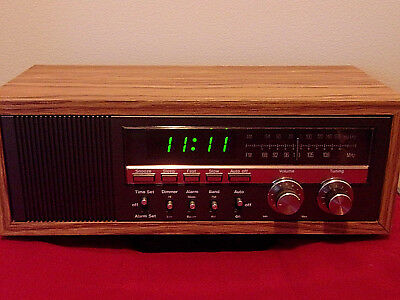 "1978 Soundesign 3611 AM/FM Analog Radio Receiver Alarm Clock Wood Case 18"" WORKS"