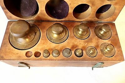 ANTIQUE SET BRASS BALANCE SCALE WEIGHTS in WOODEN BLOCK CASE 10-200 Grams