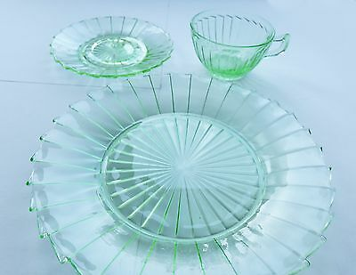 VINTAGE 1930s Deco SIERRA PINWHEEL Depression Glass Set GREEN Cup Saucer Plate