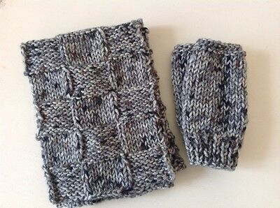 boy 4-6yrs hand knitted chunky rustic scarf/matching mits in dappled greys/