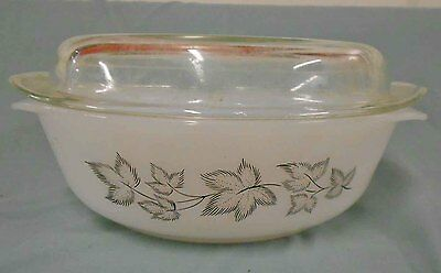 Vintage Pyrex, milk glass AGEE IVANA -CR300 CASSEROLE WITH LID EX CONDITION