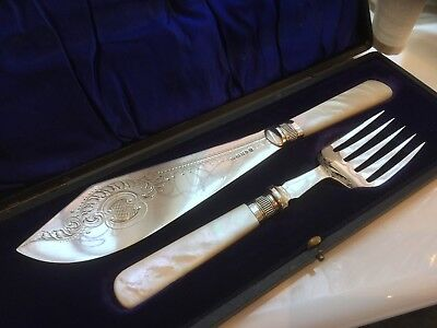 Beautiful Victorian W.harrison Silver Plated And Mother Of Pearl Fish Servers