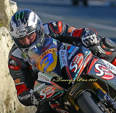 Michael Dunlop S100 2017.. The eyes have it ...Isle of Man #S100 #superbike
