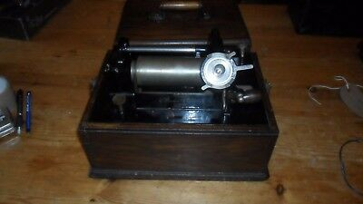 A working  Edison suitcase cylinder phonograph &  horn