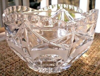 Cut Crystal Round Bowl Vase Centerpiece Scalloped Frosted Dining Party Flower