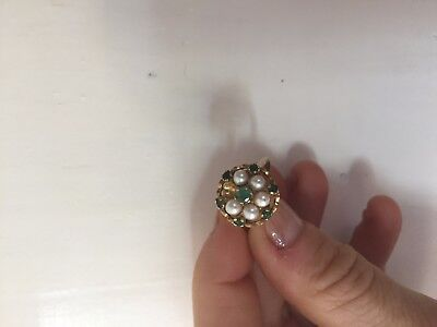 9ct yellow gold ring with emeralds